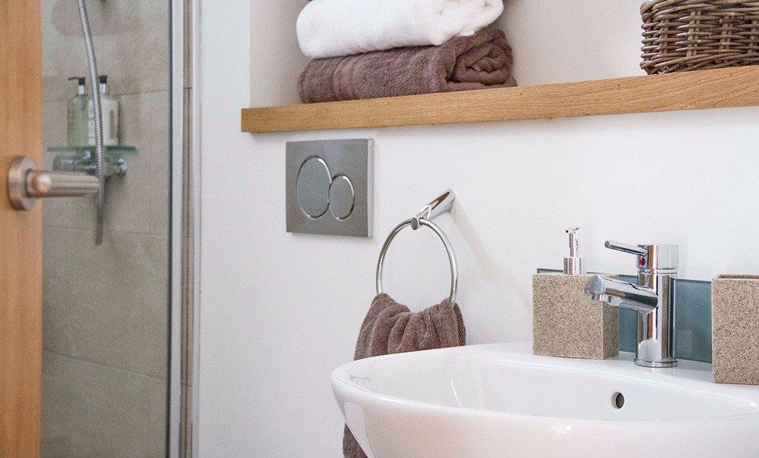lookout-self-catering-accommodation-waternish-skye-bathroom