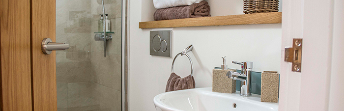 the-lookout-self-catering-accommodation-waternish-skye-bathroom