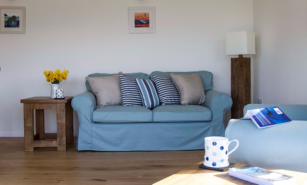 the-lookout-self-catering-accommodation-waternish-skye-sitting-room-3